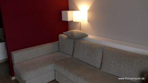 Hotelzimmer Couch