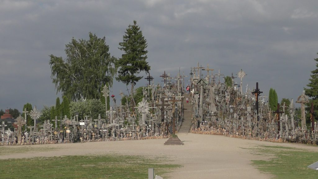 dunkle Wolken - Hügel der Kreuze